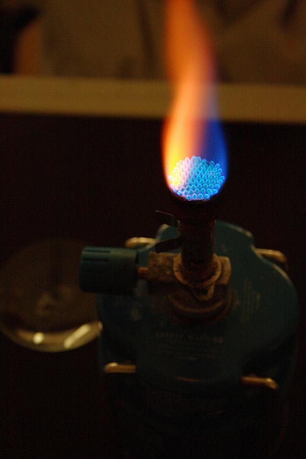 sódio amarelo chama gás azul