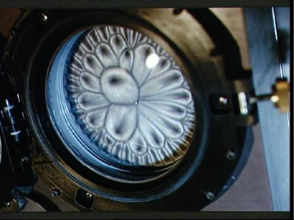 óleo e pó de alumínio em gravidade reduzida