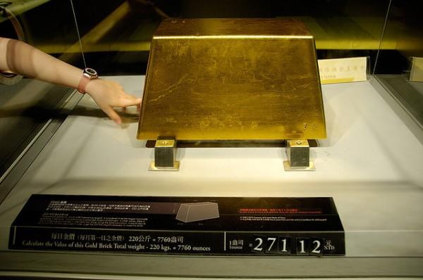 barrada de ouro em museu