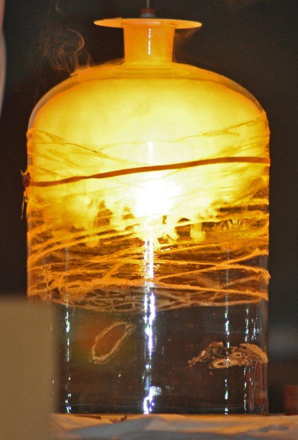 brilho branco da reação do elemento fósforo