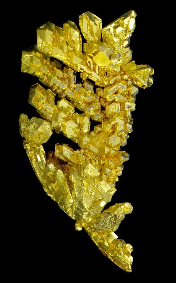 cristais de ouro em formato ramificado