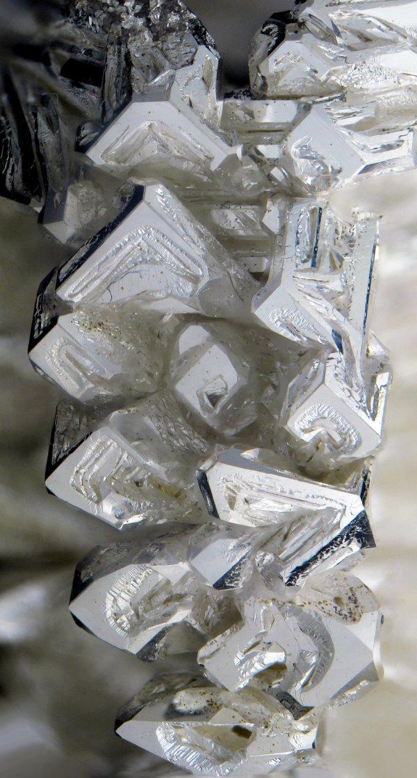 metal prateado
