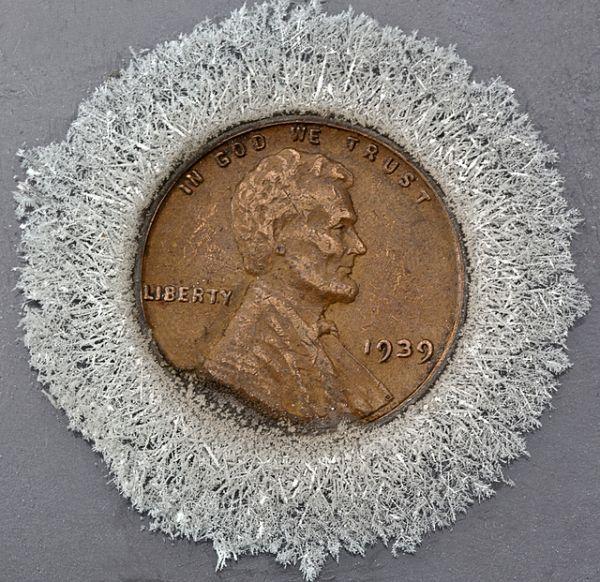 moeda com cristais de prata