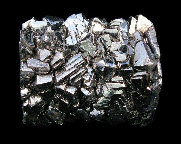 peça metálica feita de titânio