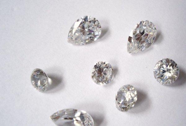 gemas com aparencia semelhante ao diamante