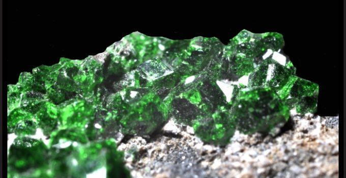 uvarovita contém cromo