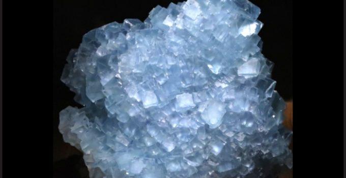 Flúor no mineral fluorita
